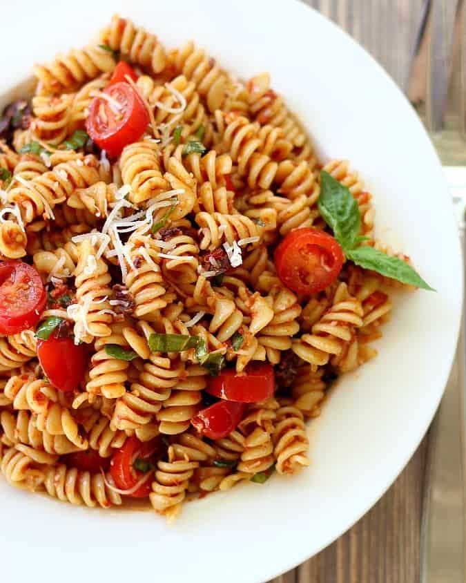 Sun-Dried Tomato Pasta Salad with fresh basil, tomatoes and kalamata ...