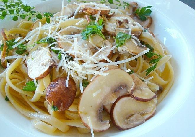 Good Dinner Mom | Mushroom Linguine with Lemon, Garlic and Thyme ...