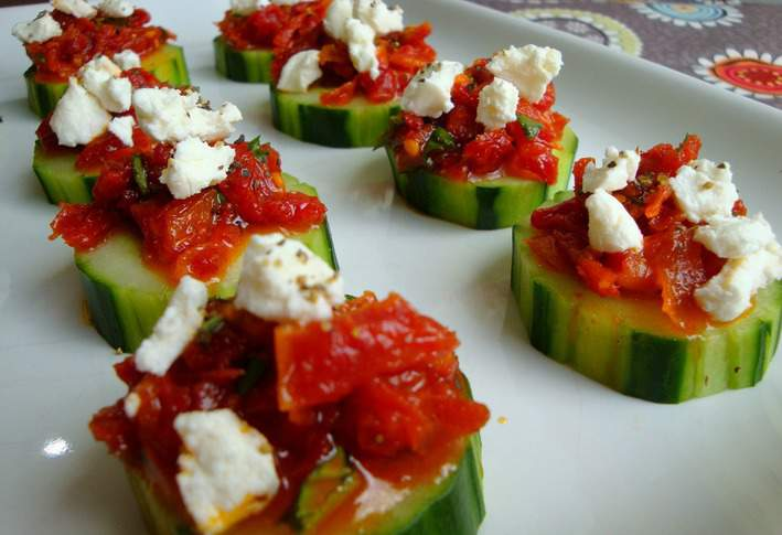 these sun dried tomato and feta cucumber wheels are refreshing and ...
